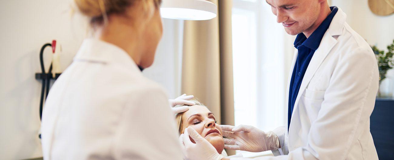 O que o dermatologista faz